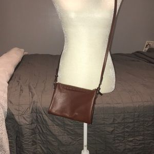 Sling bag in brown leather crossbody